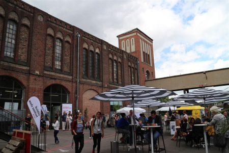 Zum Greenshowroom am Postbahnhof in Berlin zur Fashion Week