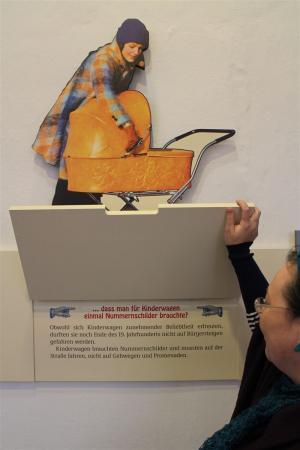 Ausstellung über die Geschichte der Kinderwagen in Schloss Moritzburg in Zeitz
