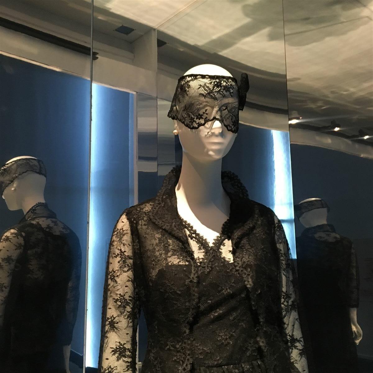 Die Spitze der Eleganz – Hubert de Givenchy in Calais   Mode-Spitze BLOG