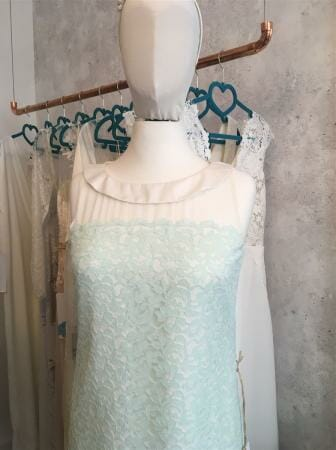 Hochzeitskleid als Etuikleid mit einem Hauch 50s Charme