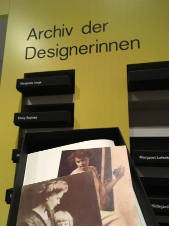 AusstellungGegen die Unsichtbarkeit - Designerinnen der Deutschen Werkstätten Hellerau 1898 bis 1938