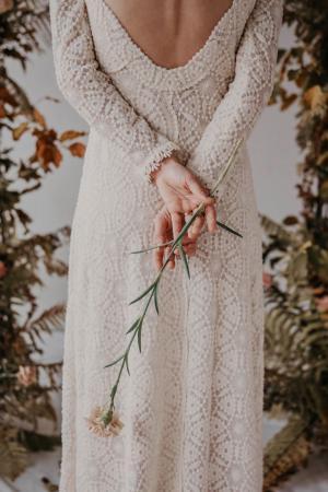 Nachhaltige Brautkleider von Yoora Studio Bratislava | GOTS zertifizierte Bio-Baumwolle | Tüllspitze der Organic Lace Collection by Modespitze Plauen