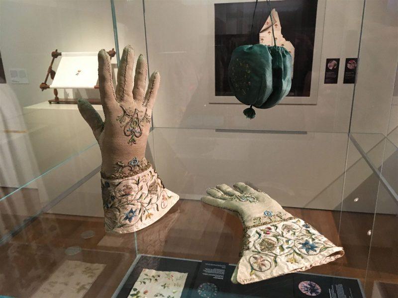 History in Fashion - 1500 Jahre Stickerei in der Mode im Grassimuseum in Leipzig